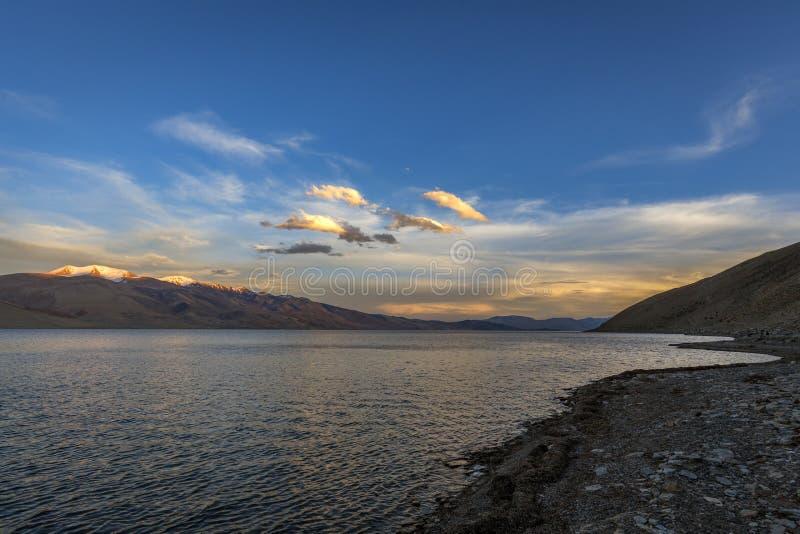 Belo lago Tso Moriri em Ladakh à noite foto de stock