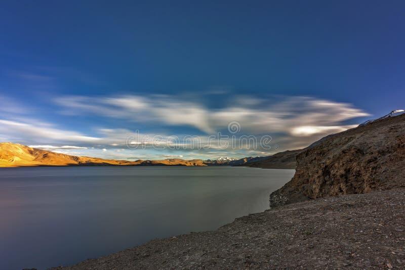 Belo lago Tso Moriri em Ladakh à noite fotos de stock royalty free