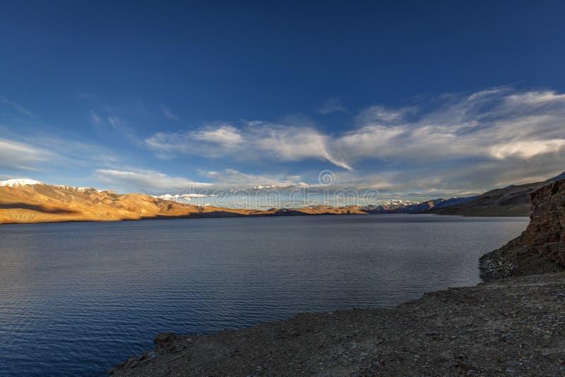 Belo lago Tso Moriri em Ladakh à noite foto de stock royalty free