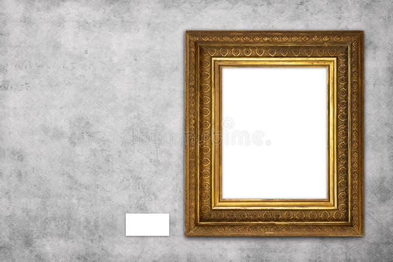 Belo quadro em branco, com um modelo pendurado na parede de concreto na galeria foto de stock royalty free