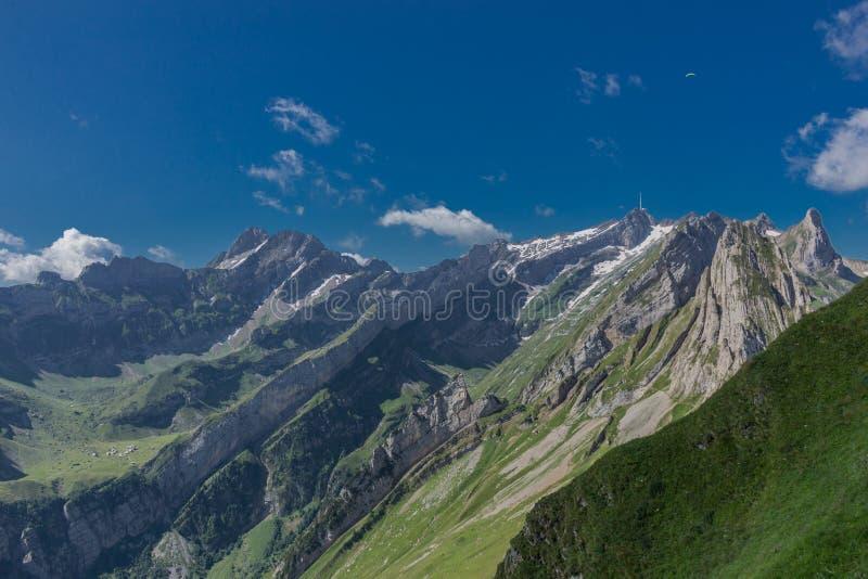 Belo tour de exploração pelas montanhas Appenzell na Suíça. - Appenzell/Alpstein/Suíça foto de stock