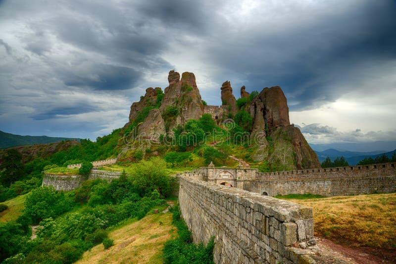 Belogradchik oscilla il bastione della fortezza, Bulgaria fotografia stock