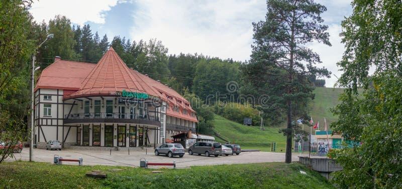 Belokurikha, Russland - 15. September 2018: Hotel Blagodat in der Urlaubsstadt von Belokurikha in der Republik Altai, Sibirien stockbild