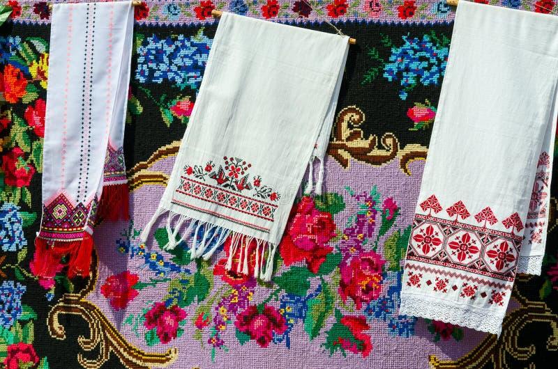 Belorussian handdukar med tappningprydnaden arkivbilder