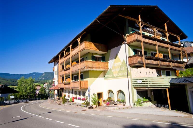 Belvédère d'hôtel dans Castelrotto, Italie photographie stock