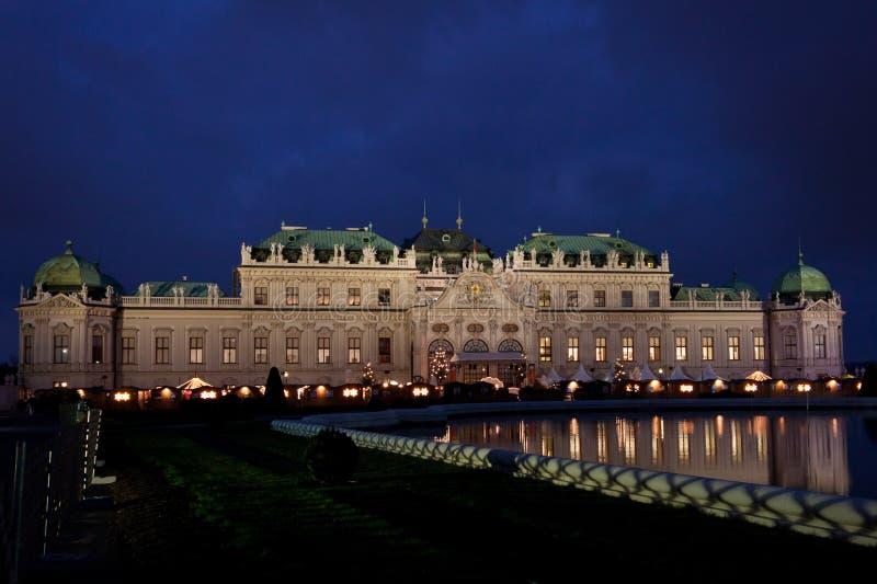 Belvédère de Schloss la nuit. image libre de droits