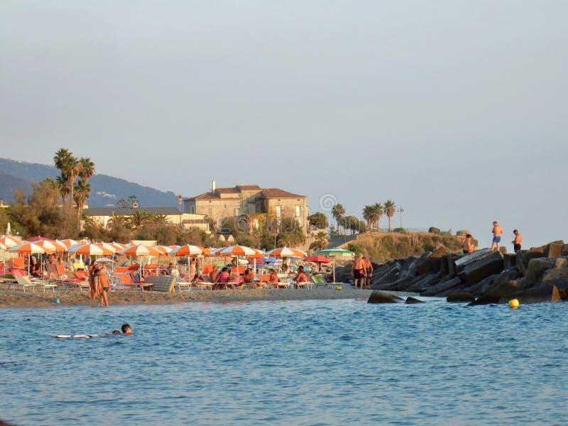 Belvédère Marittimo - piscine découverte près de capo Tirone images libres de droits