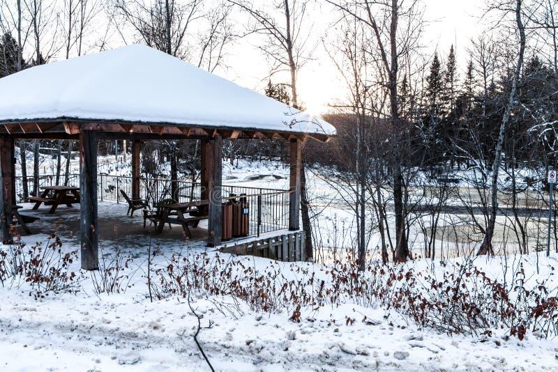 Belvédère pendant l'hiver image libre de droits