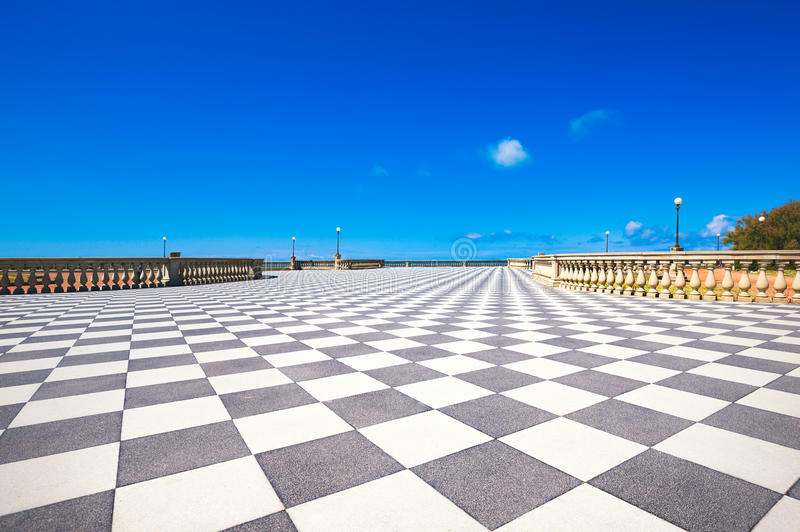Belvedere del terrazzo di Mascagni Terrazza, pavimento in bianco e nero Livo fotografia stock