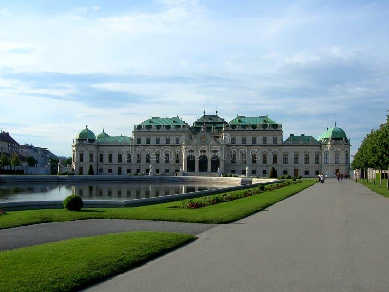 Belvedere is een historische complexe reeks op een park, die uit vier gebouwen bestaan Beroemde plaats voor toerist in Wenen royalty-vrije stock foto
