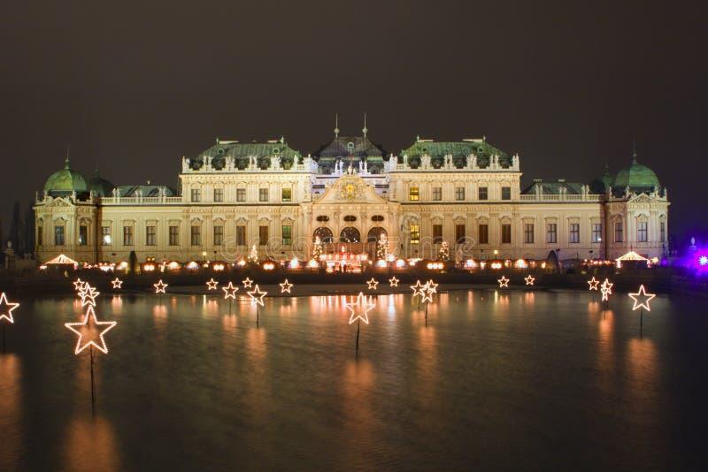 Belvedere en Viena - noche del palacio imagenes de archivo