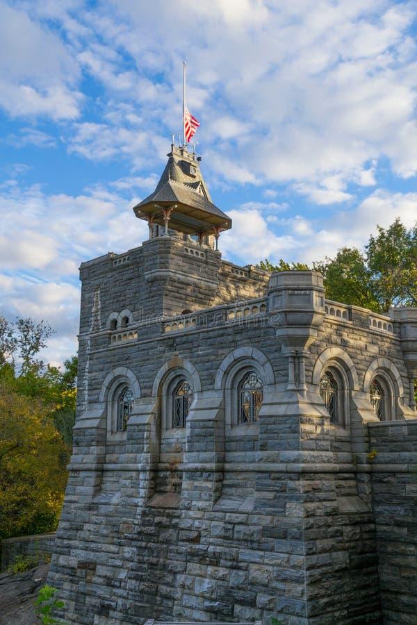 Belvedere kasteel onder een bewolkte blouehemel stock foto's