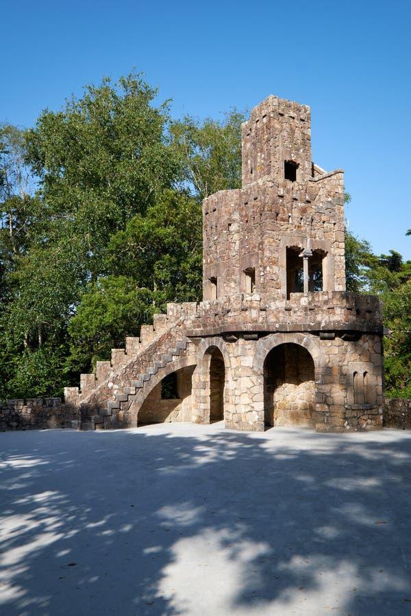 Belvedere naast het Meer van Waterval in Quinta da Regaleir stock foto's