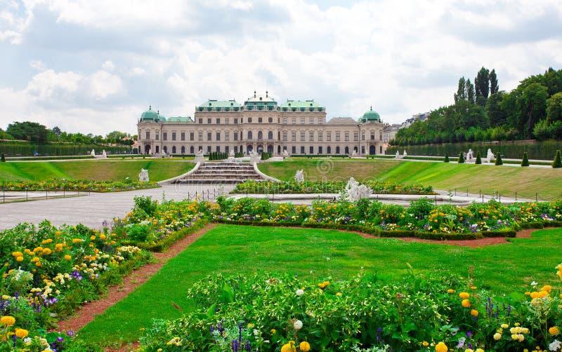 Belvedere Paleis met bloemen. Wenen.  Oostenrijk stock fotografie
