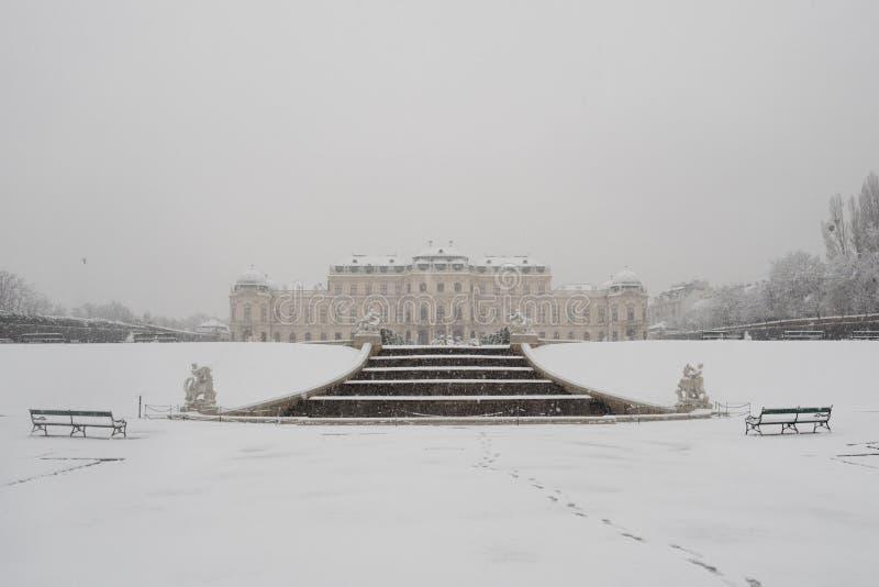 Belvedereslott i vinter i Wien royaltyfri fotografi