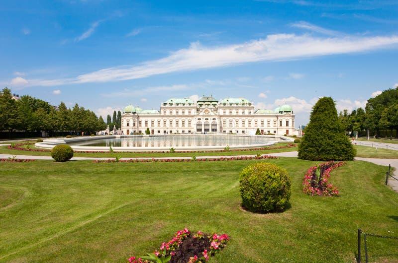 Belwederu kasztel z swój parkiem w Wiedeń, Austria fotografia royalty free