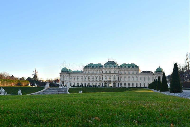 Belwederu pałac w Wiedeń i jego krajobraz zdjęcia stock