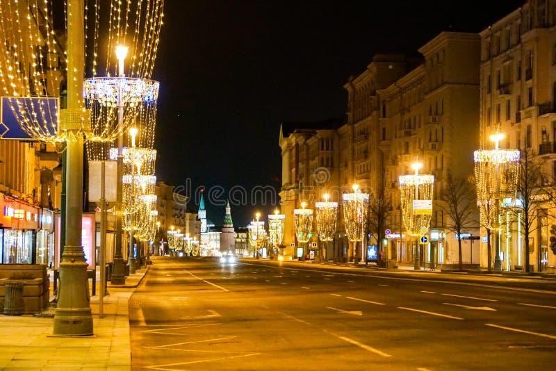 Belysning för nytt år på den Tverskaya gatan fotografering för bildbyråer