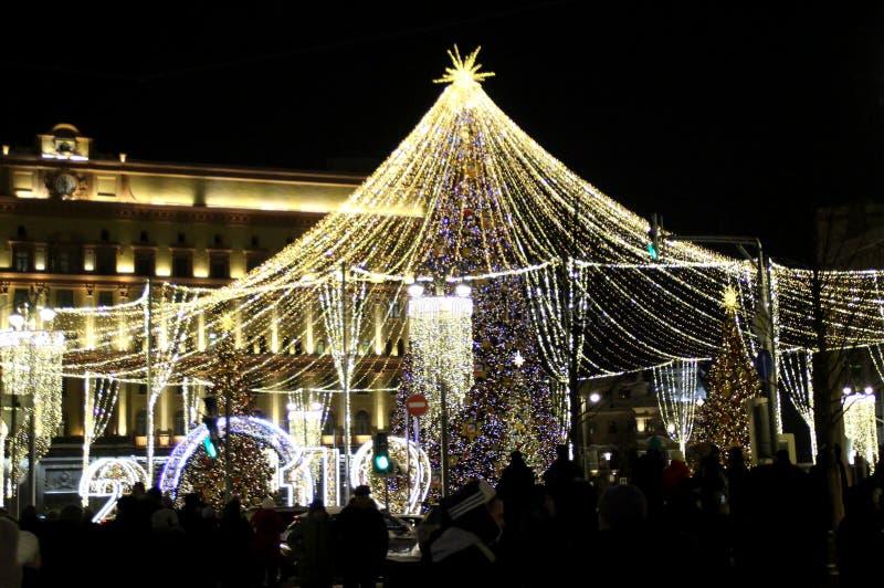 Belysning för jul och för nytt år i Moskva arkivbilder