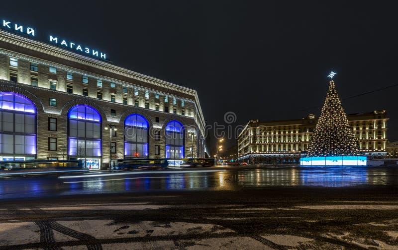 Belysninggarnering för nytt år och julav staden Ryssland, arkivfoto