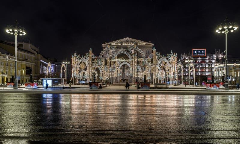 Belysninggarnering för nytt år och julav staden Ryssland, arkivfoton