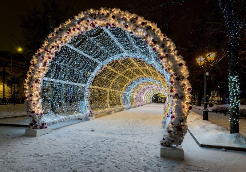 Belysninggarnering för nytt år och julav staden Ryssland, fotografering för bildbyråer