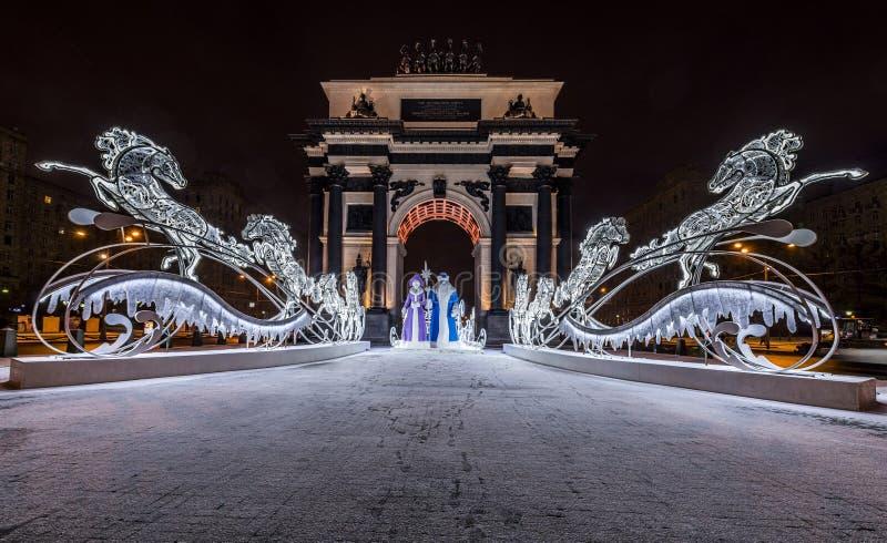Belysninggarnering för nytt år och julav staden Ryssland, arkivbilder