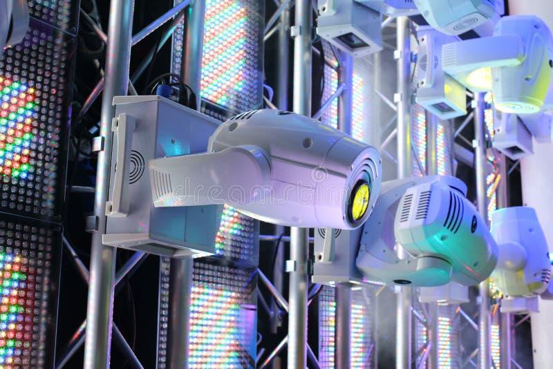 Belysningsutrustning för klubbor och konserthaller royaltyfria bilder