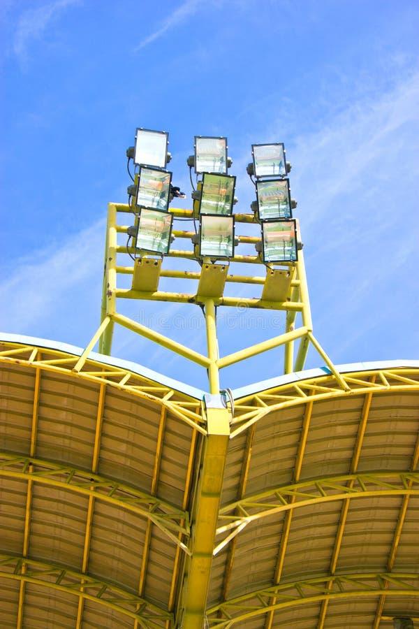 Belysningtorn av stadion. royaltyfri bild