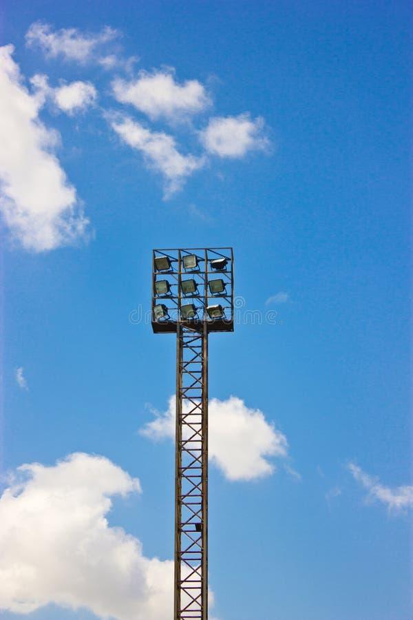 Belysningtorn av stadionanseendet. royaltyfria bilder