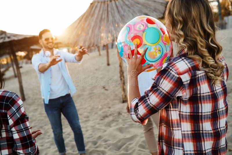 Belzebuby ma wielkiego czas przy plażą zdjęcie stock