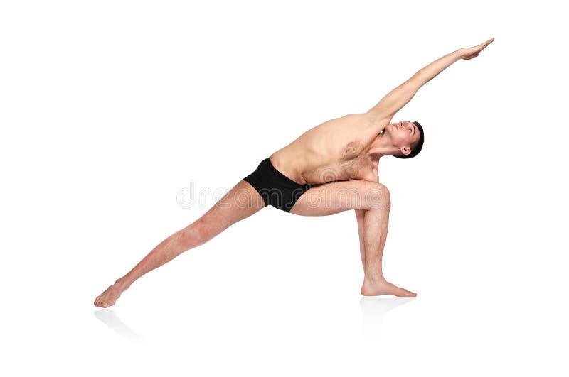 Bemanna att göra yoga arkivbild