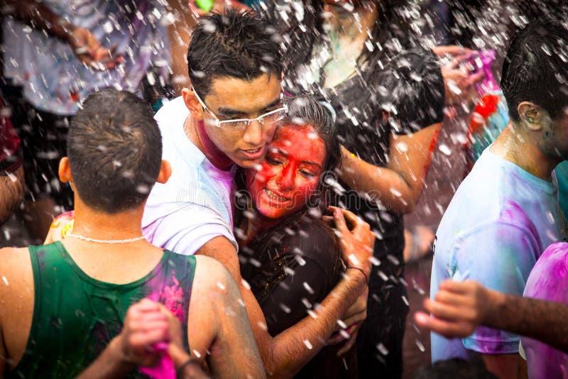 Den Holi festivalen av färgar i Kuala Lumpur fotografering för bildbyråer