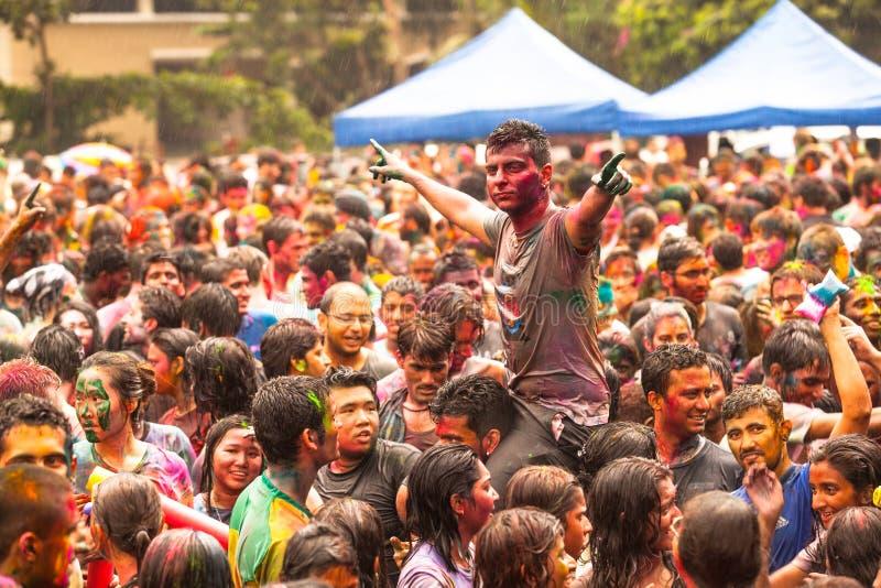 Den Holi festivalen av färgar royaltyfri foto