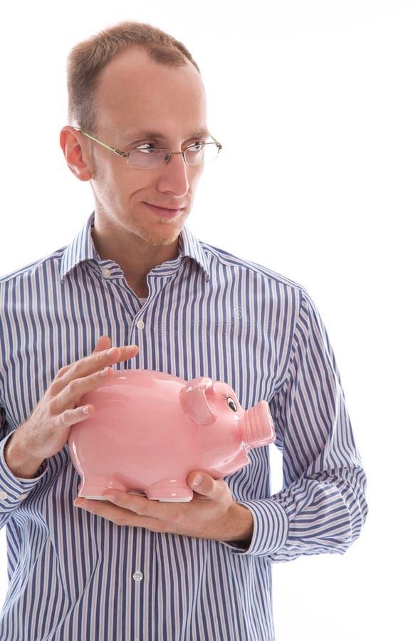 Bemannen Sie das Halten des rosa Sparschweineinsparungsgeldes lokalisiert auf weißem backg lizenzfreie stockfotografie