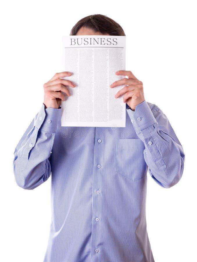 Bemannen Sie das Lesen einer Zeitung mit Beschreibung GESCHÄFT lizenzfreie stockfotos