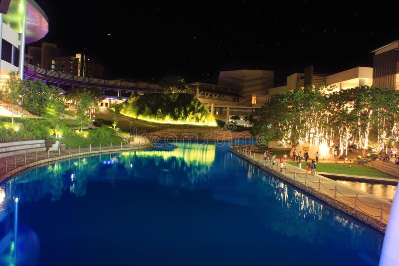 Bemannen Sie die gemachte Lagune, die an Alabang Muntinlupa NCR Philippinen gelegen ist stockfoto