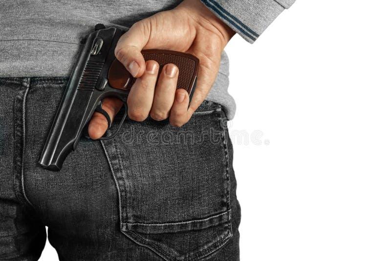 Bemannen Sie ein Gewehr in seiner Hand hinter seinem zurück halten, Großaufnahme lizenzfreie stockfotos