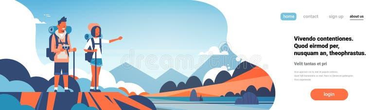 Bemannen Sie Frauentouristenrucksäcke über den schönen Naturlandschaftshintergrundpaaren, die flachen Kopienraum der horizontalen lizenzfreie abbildung
