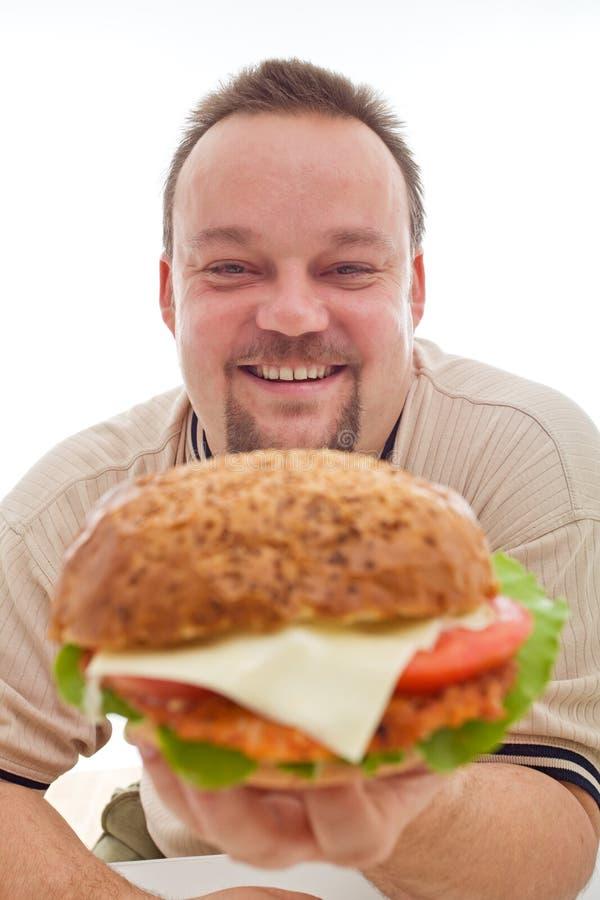 Bemannen Sie glückliches mit der Größe seines Hamburgers stockfotografie