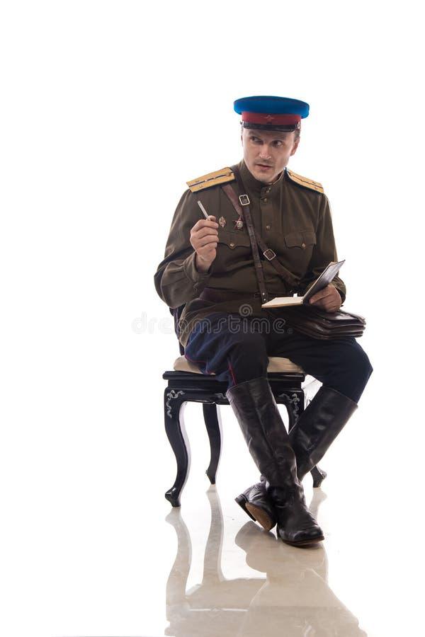 Bemannen Sie Schauspieler in Form einer Offizierkapitän People ` s Intendantur von inneren Angelegenheiten von Russland vom Zeitr lizenzfreies stockbild