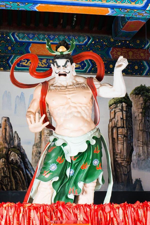Bemannen Sie Statue am buddhistischen Tempel auf Tianmen-Berg stockfoto