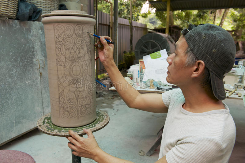 Bemannen Sie Tätowierungs-Motivdekoration der Farben traditionelle Stammes-, Kuching, Malaysia stockbild