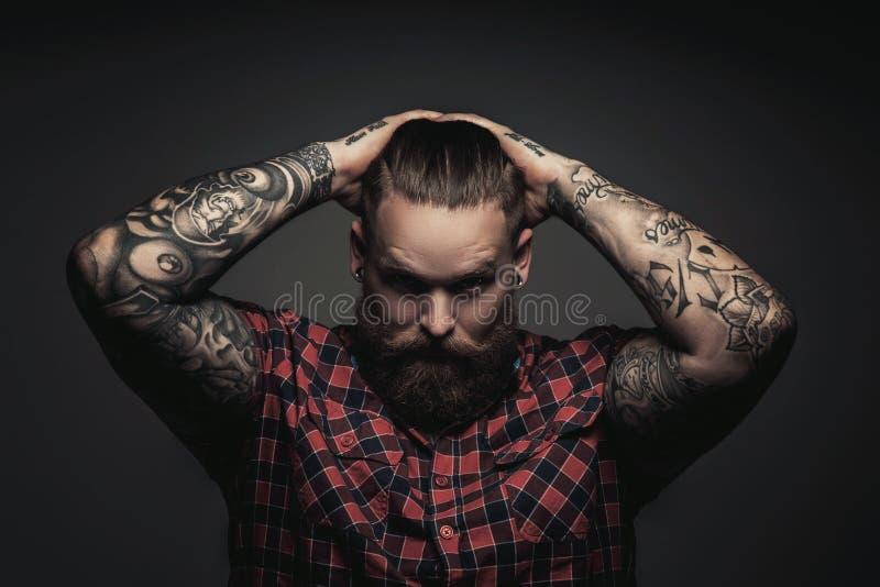 Bemannt mit Bart und tattoes stockfotografie