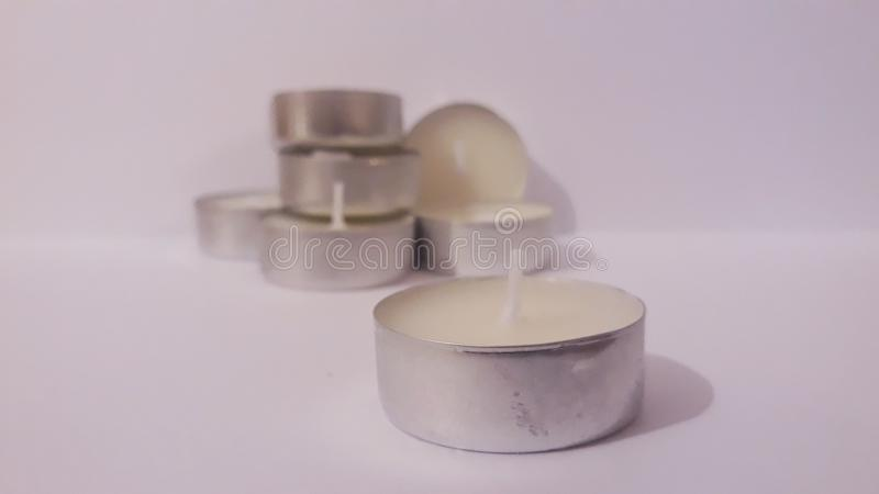 Bemerkte witte kaarsen stock foto