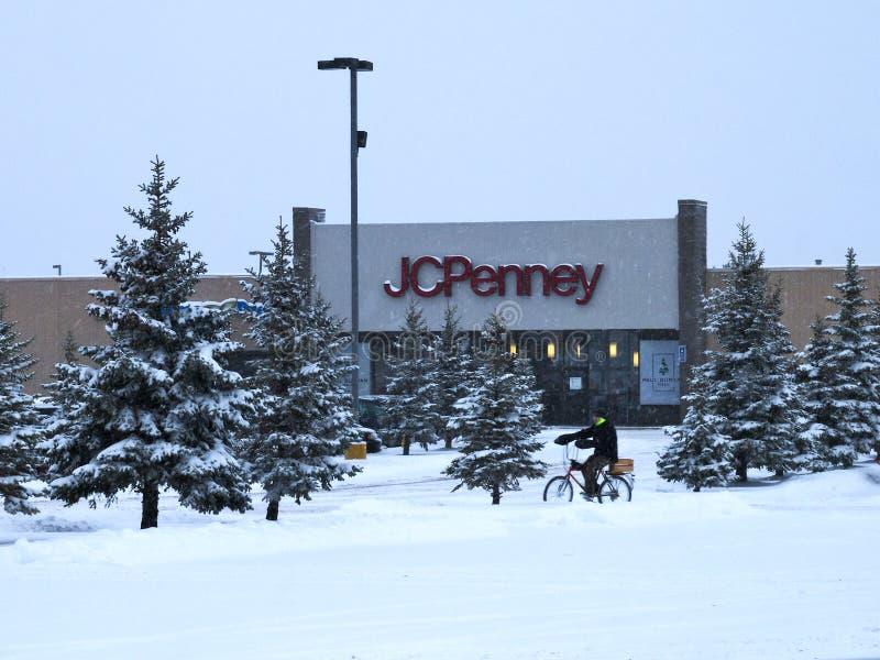 BEMIDJI,MN - 27日DEC 2018年:杰西潘尼零售购物中心入口在冬天 免版税库存照片