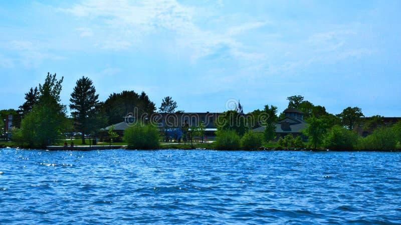 Bemidji, Minnestoa, Paul i niemowlę od łodzi na Jeziornym Bemidji, - zdjęcie stock