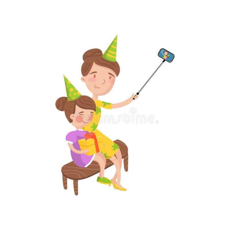 Bemuttern Sie und ihre tragenden Parteihüte der Tochter, die selfie Fotokarikatur-Vektor Illustration nehmen stock abbildung