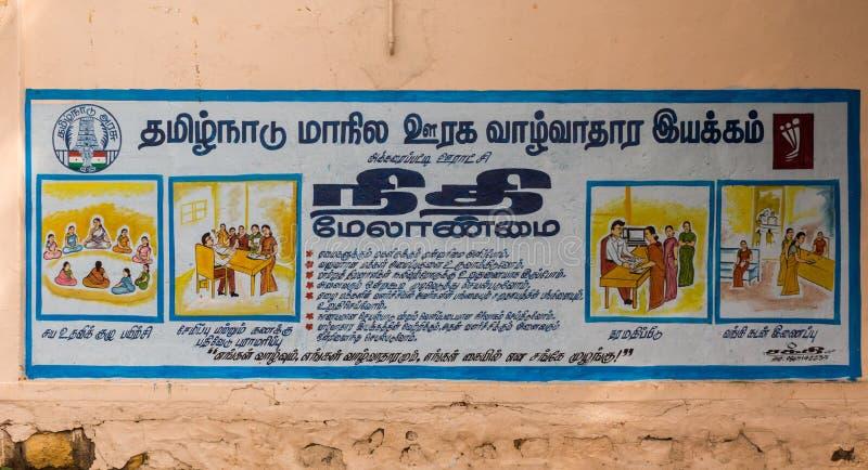 Bemyndiga kvinnaaffischen i tamilspråk arkivbild
