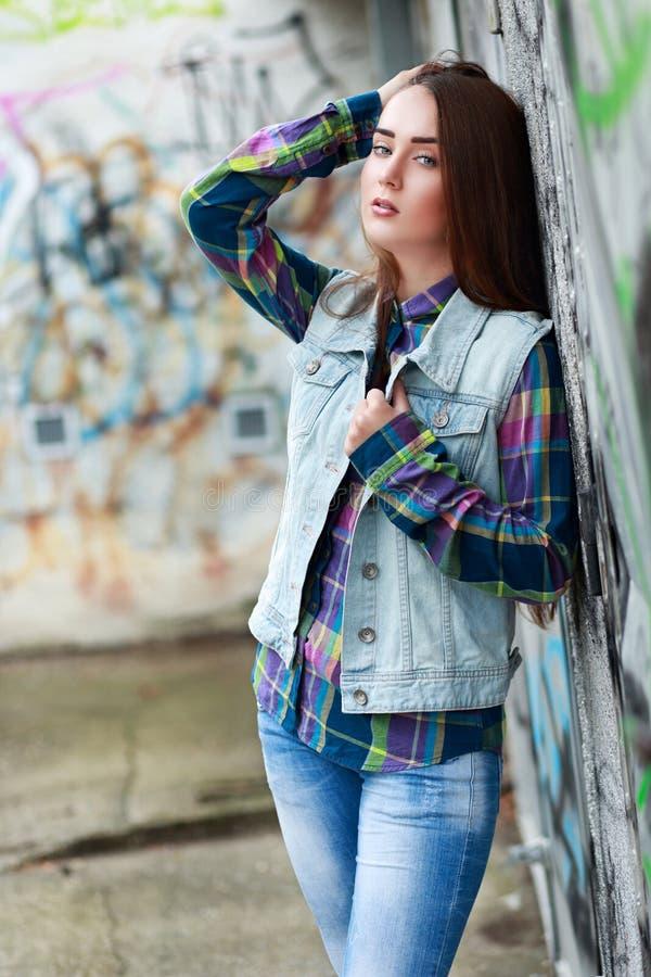 Benägenhet för tonårs- flicka arkivfoto